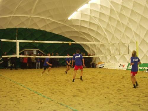 Exhibiční zápas našich úspěšných juniorských reprezentantů (1 a 4 místo na juniorském ME 2002), který byl součásti programu slavnostního otevření.