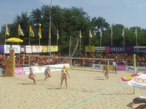 Letní pohár mužů a žen, finále Tobiášová, Těknědžjanová - Hudcová, Bajerová (19. - 21.7. 2002)