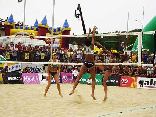 Finále mistrovství republiky žen, Slavkov, 17.8.2003; Celbová, Nováková - Felbábová, Novotná.